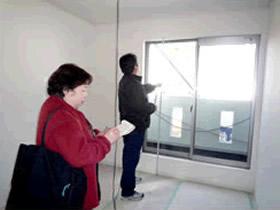建築途中の現場採寸には基本的に2人でお伺いしチェックしながら採寸します。